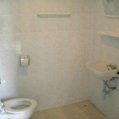 Отель Walkabout Guesthouse Паттайя ванная
