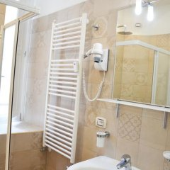 Отель The Wesley Rome 3* Стандартный номер с двуспальной кроватью (общая ванная комната) фото 5