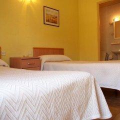 Отель Hostal Delfos Стандартный номер с двуспальной кроватью (общая ванная комната) фото 4
