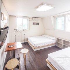 Хостел Itaewon Inn Стандартный номер с 2 отдельными кроватями фото 3