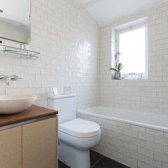 Отель onefinestay - Highbury private homes ванная фото 2