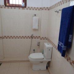 Отель Sheen Home stay Шри-Ланка, Пляж Golden Mile - отзывы, цены и фото номеров - забронировать отель Sheen Home stay онлайн ванная