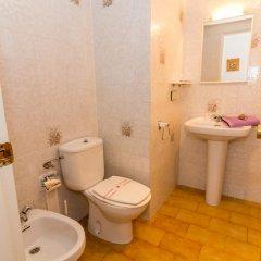 Отель Agi Sant Jordi Курорт Росес ванная