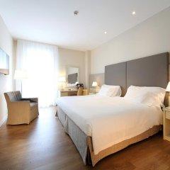 National Hotel 4* Улучшенный номер двуспальная кровать фото 4