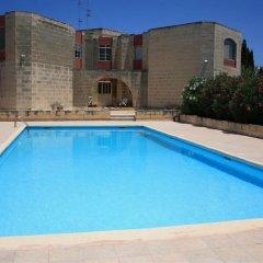 Отель Domus Luxuria - Mediterraneo Нашшар бассейн фото 2