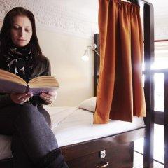 Отель Palmers Lodge Swiss Cottage Кровать в общем номере фото 5