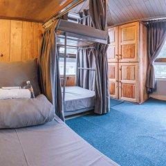 Отель Gold Night 2* Кровать в общем номере фото 12