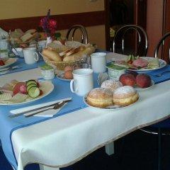 Отель Penzion Fan Чехия, Карловы Вары - 1 отзыв об отеле, цены и фото номеров - забронировать отель Penzion Fan онлайн питание фото 2