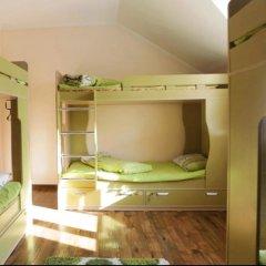 Гостиница Almaty Backpackers Кровать в общем номере с двухъярусной кроватью