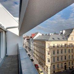 Отель MEININGER Hotel Wien Downtown Franz Австрия, Вена - 5 отзывов об отеле, цены и фото номеров - забронировать отель MEININGER Hotel Wien Downtown Franz онлайн балкон