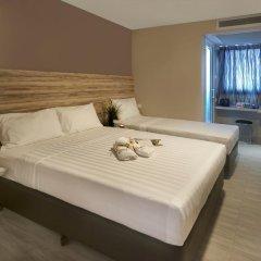 Отель Ibis Budget Singapore Crystal 2* Улучшенный семейный номер с различными типами кроватей фото 7