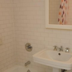 Апартаменты East Broadway Apartment ванная фото 2