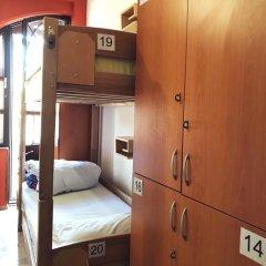 Envoy Hostel сейф в номере