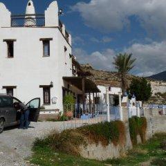 Отель Alojamientos Rurales Cortijo Del Norte Al Sur De Granada Дуркаль парковка