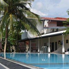 Отель Star Holiday Resort Хиккадува бассейн