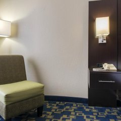Отель Comfort Inn & Suites near Universal Orlando Resort 2* Стандартный номер с различными типами кроватей фото 9