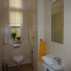 Отель Muna Apartments - Iris Чехия, Карловы Вары - отзывы, цены и фото номеров - забронировать отель Muna Apartments - Iris онлайн ванная фото 2