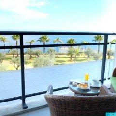 Отель Vidamar Resort Madeira - Half Board Only 5* Улучшенный номер с различными типами кроватей фото 6