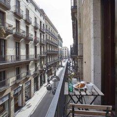 Отель AinB Gothic-Jaume I Apartments Испания, Барселона - 3 отзыва об отеле, цены и фото номеров - забронировать отель AinB Gothic-Jaume I Apartments онлайн балкон