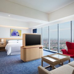 Отель Four Points By Sheraton Surabaya 4* Номер Делюкс фото 7