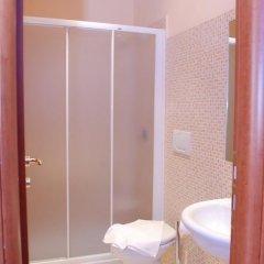 Отель Friendship Place 3* Стандартный номер с двуспальной кроватью фото 32