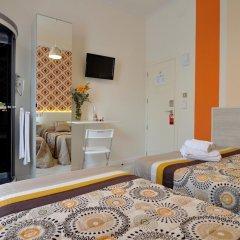 Хостел Far Home Plaza Mayor Стандартный номер с двуспальной кроватью