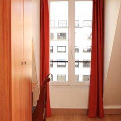 Отель Hôtel Marignan Стандартный номер с различными типами кроватей (общая ванная комната) фото 7