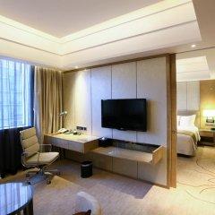 Отель Holiday Inn Chengdu Oriental Plaza 4* Улучшенный номер с различными типами кроватей фото 3