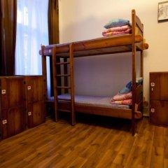 Хостел Old Ukranian Home сейф в номере