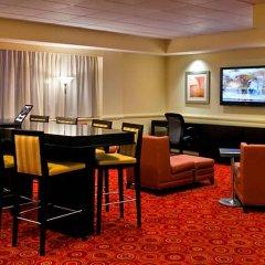 Отель New York LaGuardia Airport Marriott США, Нью-Йорк - отзывы, цены и фото номеров - забронировать отель New York LaGuardia Airport Marriott онлайн гостиничный бар