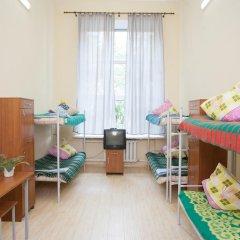 Хостел Майский Кровать в мужском общем номере с двухъярусными кроватями фото 2