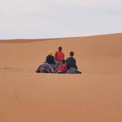 Отель Nomad Bivouac Марокко, Мерзуга - отзывы, цены и фото номеров - забронировать отель Nomad Bivouac онлайн приотельная территория фото 2