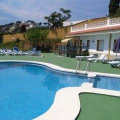 Отель Apartamentos Famara Испания, Льорет-де-Мар - отзывы, цены и фото номеров - забронировать отель Apartamentos Famara онлайн бассейн фото 3
