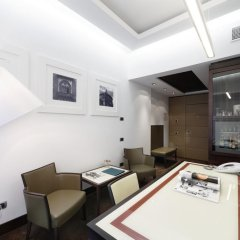 Отель UNAHOTELS Cusani Milano 4* Люкс с различными типами кроватей фото 5