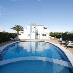 Отель Apartamentos Blue Beach Menorca 2 Испания, Кала-эн-Бланес - отзывы, цены и фото номеров - забронировать отель Apartamentos Blue Beach Menorca 2 онлайн бассейн фото 2
