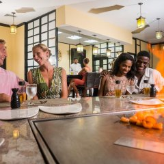 Отель Jewel Paradise Cove Beach Resort & Spa - Curio Collection by Hilton гостиничный бар