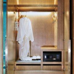 Отель Citrus Sukhumvit 13 by Compass Hospitality 3* Улучшенный номер с различными типами кроватей фото 11