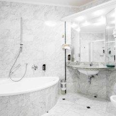 Отель Business Resort Parkhotel Werth Италия, Горнолыжный курорт Ортлер - отзывы, цены и фото номеров - забронировать отель Business Resort Parkhotel Werth онлайн ванная