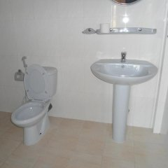 Отель Main Reef Guest House Хиккадува ванная фото 2