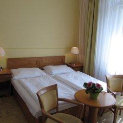 Hotel Jana / Pension Domov Mladeze Стандартный номер с двуспальной кроватью (общая ванная комната) фото 6