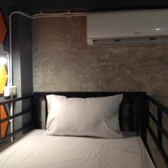Beehive Phuket Oldtown Hostel Кровать в общем номере фото 5