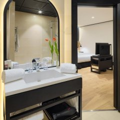 Отель H10 Puerta de Alcalá 4* Стандартный номер с двуспальной кроватью фото 19