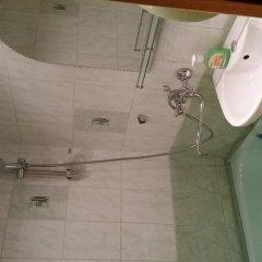 Гостиница Alleynaya 15 в Плескове отзывы, цены и фото номеров - забронировать гостиницу Alleynaya 15 онлайн Плесков ванная