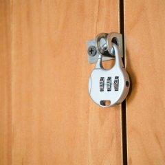 Ibis Hostel сейф в номере