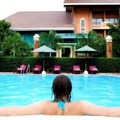 Отель Fairtex Express бассейн