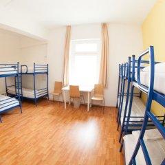 Отель a&o Dresden Hauptbahnhof 2* Кровать в общем номере с двухъярусной кроватью фото 5