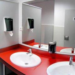 Отель Hostel B&B&B Испания, Сантандер - отзывы, цены и фото номеров - забронировать отель Hostel B&B&B онлайн ванная