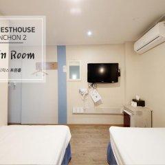 Отель K-guesthouse Sinchon 2 2* Номер Делюкс с 2 отдельными кроватями