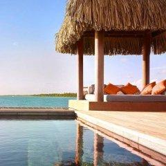 Отель Four Seasons Resort Bora Bora 5* Бунгало с различными типами кроватей фото 5