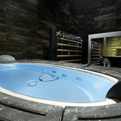 Отель Platinum Royal Suite бассейн